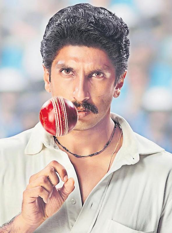Ranveer Singh unveils first look as Kapil Dev on birthday - Sakshi