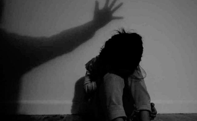 Molestation on Six Year Old Girl in LB Nagar - Sakshi