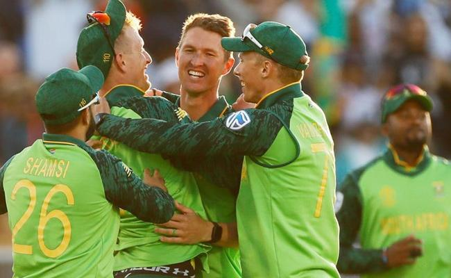 South Africa Wins Against Australia In World Cup - Sakshi