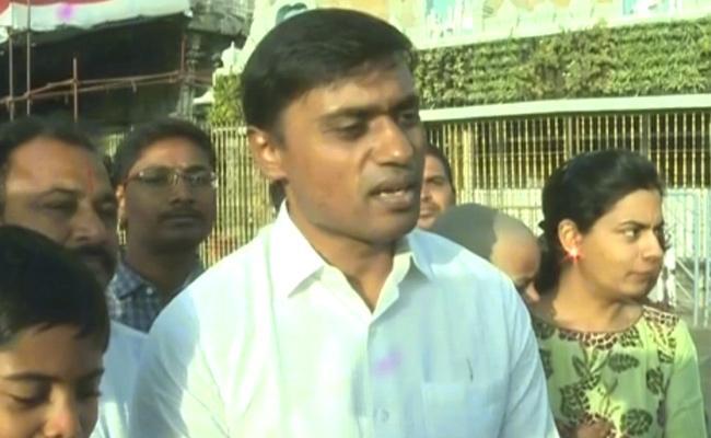 YSRCP MP Mithun Reddy Visits Tirumala Temple - Sakshi