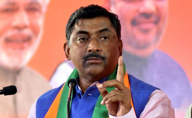 BJP Leader Muralidhar Rao Fires On KCR - Sakshi