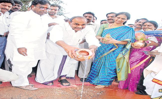Late CM YSR Started Padayatra From Chevella  - Sakshi