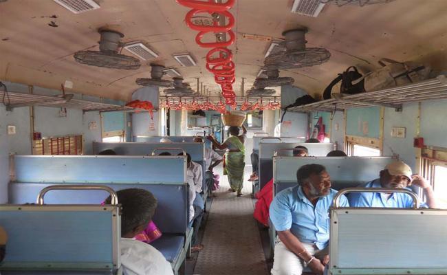 Passengers Facing Lack Of Facilities With Push Pull Train In Karimnagar - Sakshi
