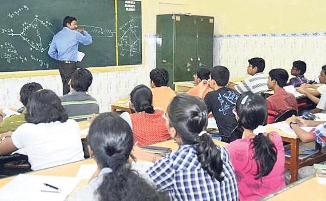 Lectures Shortage In AP Government polytechnic - Sakshi