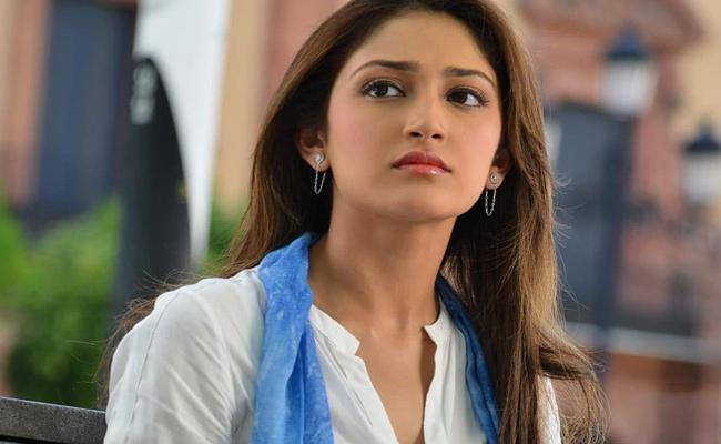 Sayesha Saigal Sings A Song Goes To Viral - Sakshi