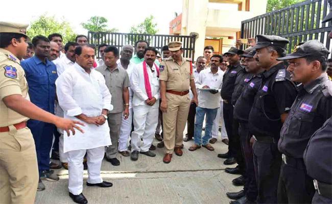 Minister Indra Karan Reddy Visited IIIT Basara - Sakshi