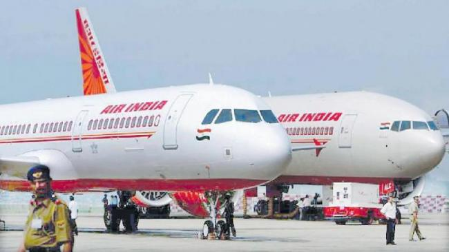 Air India employees oppose move to privatise the airline - Sakshi