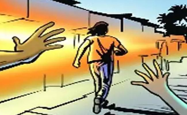 Remand Prisoner Ran Away From Kakinada Govt. Hospital - Sakshi