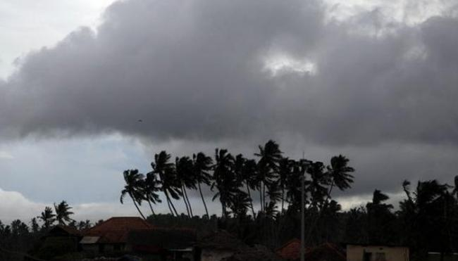 45 To 50Km Per Hour Speed Of Winds At Visakhapatnam Costal  - Sakshi
