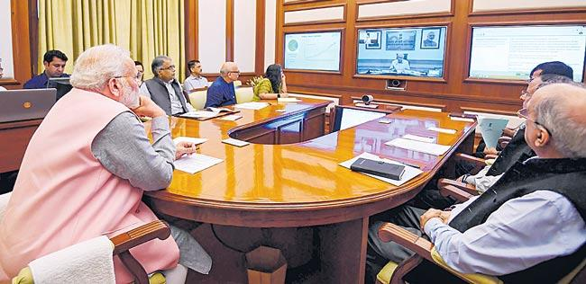 PM Modi asks officials to remove hurdles in Housing for all by 2022 mission - Sakshi