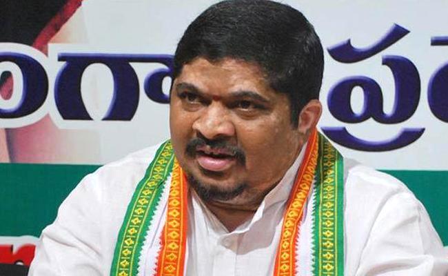 TPCC President Ponnam Prabhakar Visits Kishan Family - Sakshi