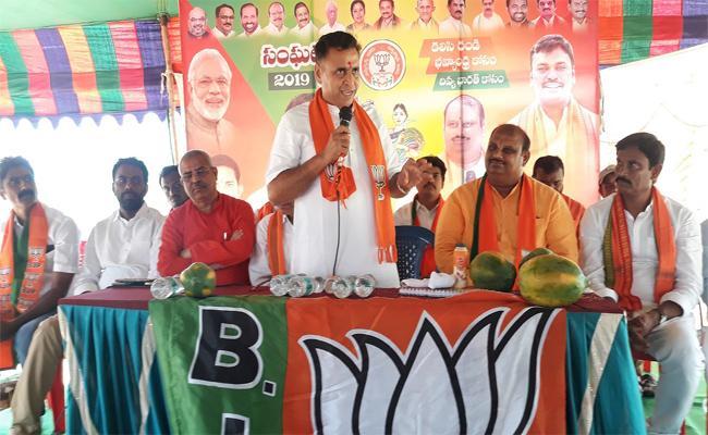 BJP Secretary Sunil Deodhar Says, Chandrababu-Naidu never Become Chief-Minister Again - Sakshi