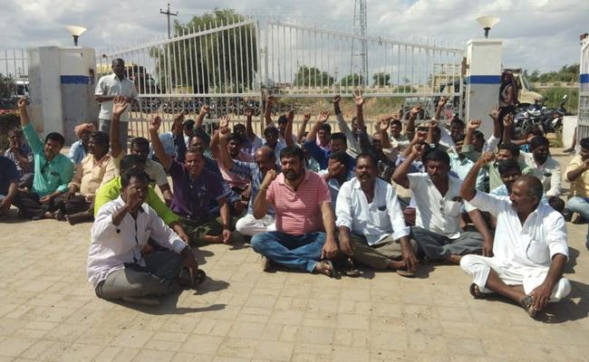 Lorry Owner Strike in front of Ashok Leyland Company - Sakshi
