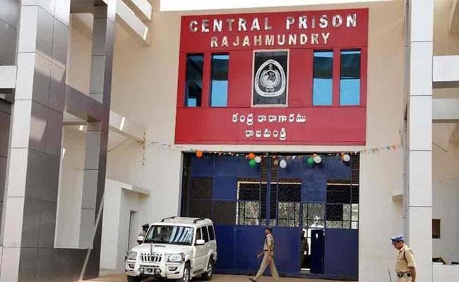 High Court Gave Orders To Rajamahedravaram Central Jail In East Godavari - Sakshi