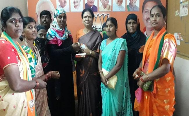 CM KCR Forgot Promises Said Former Minister DK Aruna - Sakshi