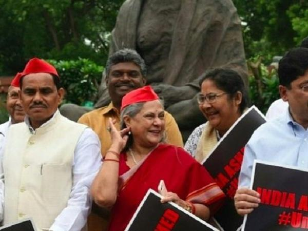 Jaya Bachchan Slammed for Laughing while protesting for Justice for Unnao Victim - Sakshi