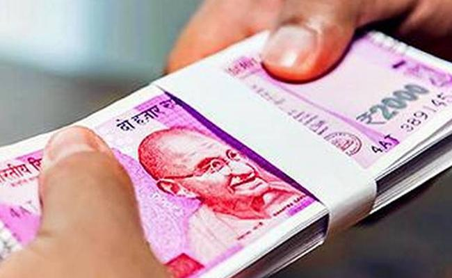 Rupee recovers but trades lower at 69 07 per dollar - Sakshi