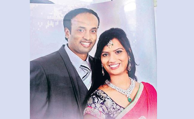 Extra Dowry Harassments Woman Commits Suicide Hyderabad - Sakshi