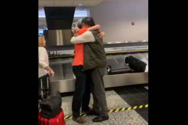 Man Meets His Brother at US Airport for the First Time in 20 Years - Sakshi