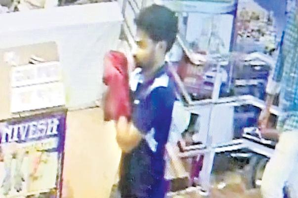 Massive Robbery At the Shubhamstu Shopping Mall in Nellore - Sakshi