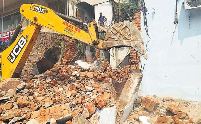GHMC Targets Illegal Building Constructions - Sakshi