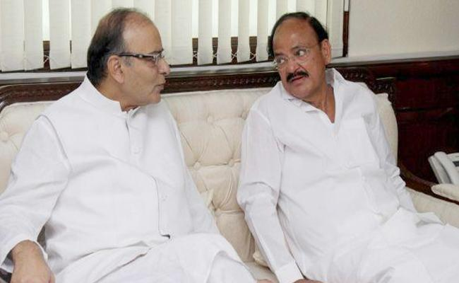 Venkaiah Naidu Visits Arun Jaitley at AIIMS - Sakshi