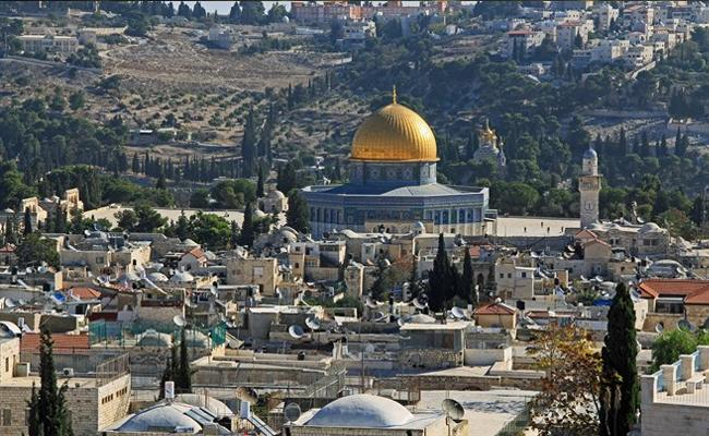 Israeli Forces Use Tear Gas in Clashes with Palestinian Worshipers at Temple Mount - Sakshi