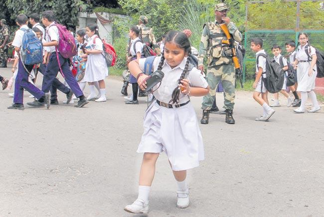 Russia backs India on Kashmir issue - Sakshi