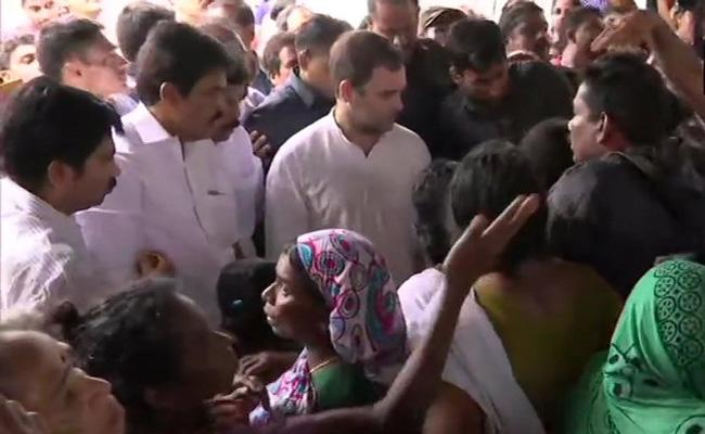 Congress Leader Rahul Gandhi Travels in Wayanad - Sakshi