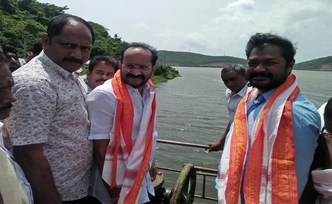 YSRCP MLA Dhadishetti Raja Released Pampa Resorvior water - Sakshi