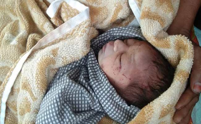 New Born Baby Found In Dust Bin In Vikarabad - Sakshi