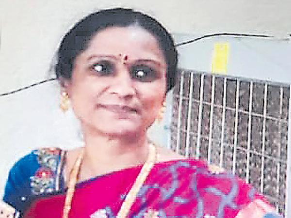 Humanist Vinil donated his wife Organs after her death - Sakshi