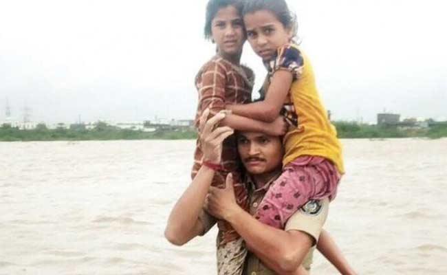 Gujarat Police Constable Save Children From Flood - Sakshi