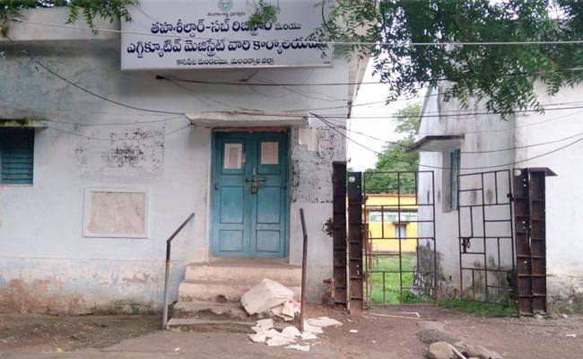 Missing Ravinu Records found Kasipet Machiruyala District - Sakshi