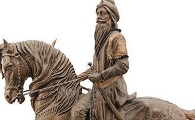 Maharaja Ranjit Singh Statue Vandalised In Pakistan - Sakshi