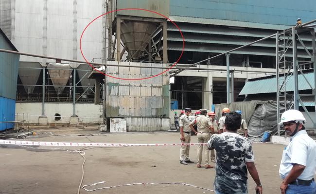 Two Man Death Fire Accident pharma Company - Sakshi
