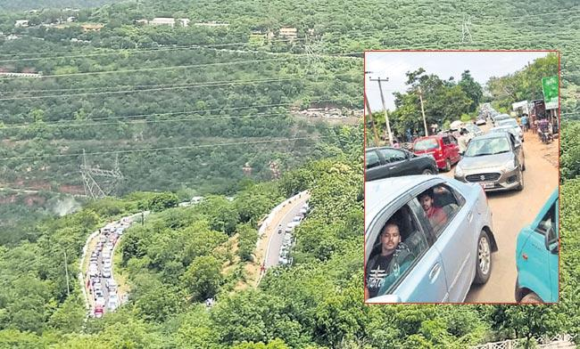 Traffic Jam on Srisailam Ghat Road - Sakshi