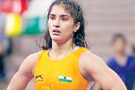 Vinesh suffers defeat in Medved finaL - Sakshi