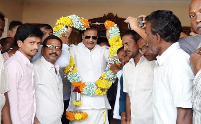YSRCP Wants Nominate MLC As Challa Ramakrishna Reddy In Kurnoo - Sakshi