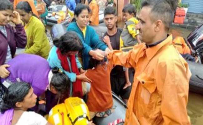 Sangli Women Tie Rakhis To NDRF Team - Sakshi