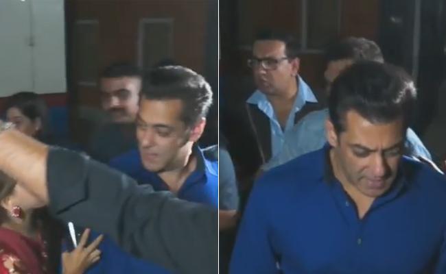 Female Fan pulls Salman Khan Hand - Sakshi