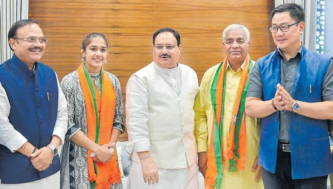 Wrestler Babita Phogat, father Mahavir join BJP, Kiren Rijiju welcomes - Sakshi