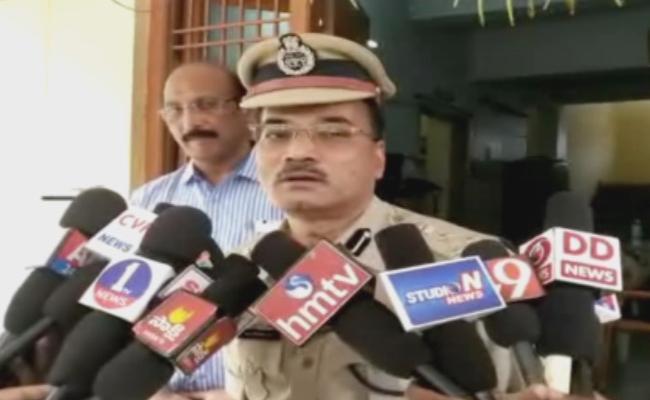 DIG Khan Inspecting Malikipuram Police Station - Sakshi
