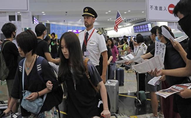 India Issues Travel Advisory For People Travelling To Hong Kong - Sakshi