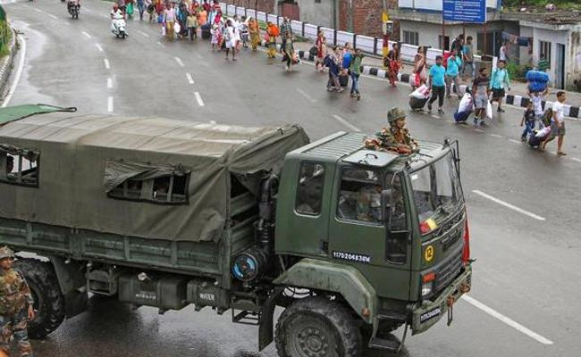 Supreme Court refuses to pass any order on Jammu and Kashmir - Sakshi