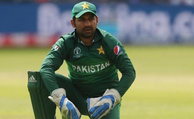 Pakistan Skipper Sarfaraz Vows To Stand By Kashmiris - Sakshi