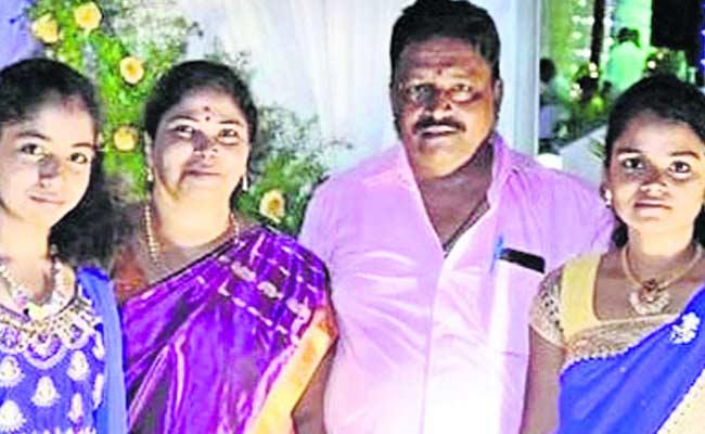 Mother Committed Suicide With Two Daughters In Karnataka - Sakshi