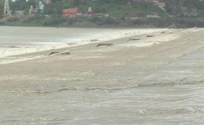 Krishna Water Release From Prakasam Barrage To Down - Sakshi