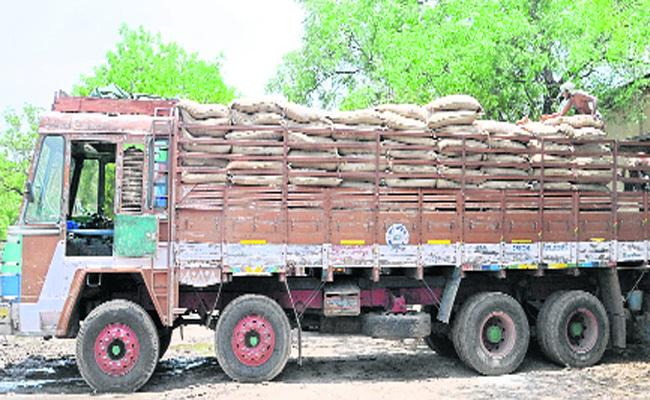Ration Rice Is Obstructed In Anantapur - Sakshi