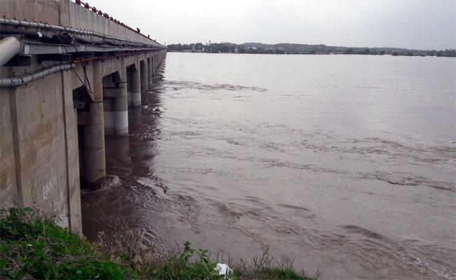 Heavy Water Flow In Krishna River Wanaparthy - Sakshi